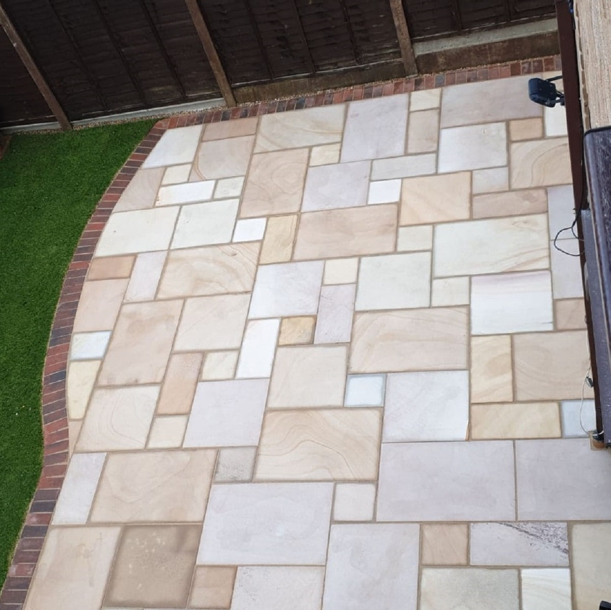 CARMAREL BUFF<BR><BR><BR>Smooth Sandstone Paving