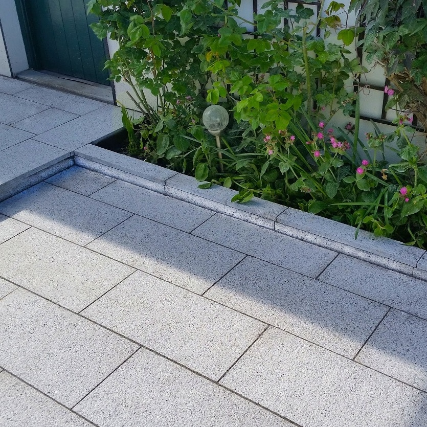 SILVER GREY GRANITE<BR><BR><BR>Textured Granite Paving
